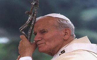 Lavori preparatori al posizionamento della statua raffigurante l'effigie di San Giovanni Paolo II da realizzare nella rotatoria esistente presso la chiesa di Cannitello